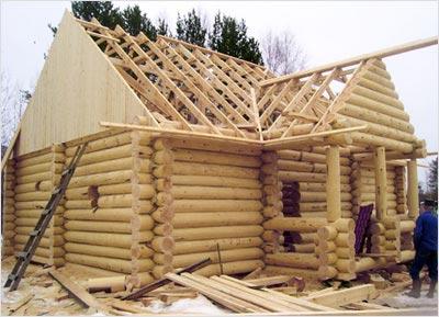 Крепим стропилы и делаем крышу