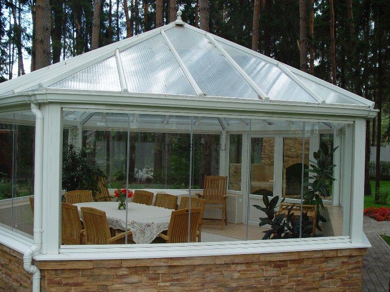 Беседка с поликарбонатной крышей