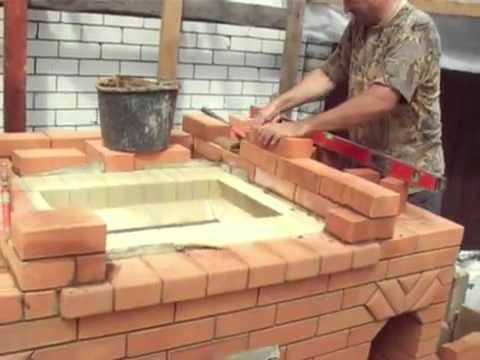 Внутренняя часть мангала делается из огнеупорного кирпича