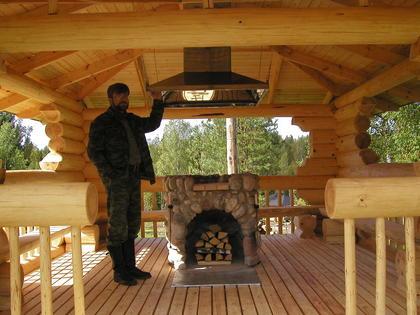 Фото беседки из дерева с мангалом