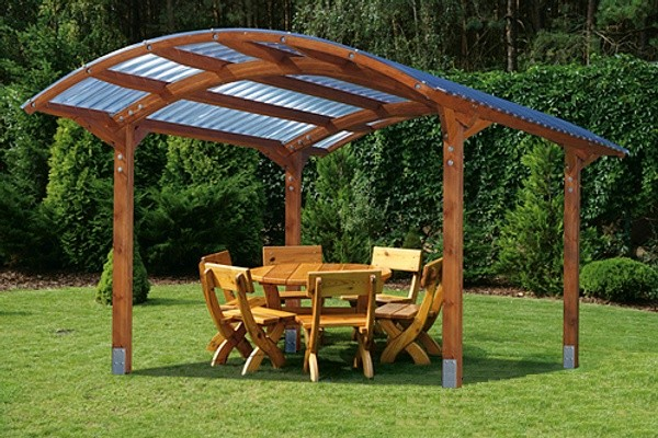 Защита для летней деревянной беседки