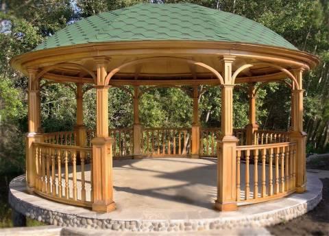 Деревянная ротонда: отличный вариант для загородного дома