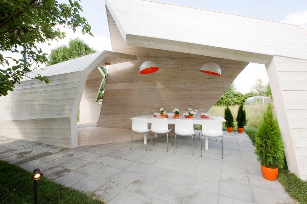 Для использования летней кухни нужно завершить её конструкцию отделкой