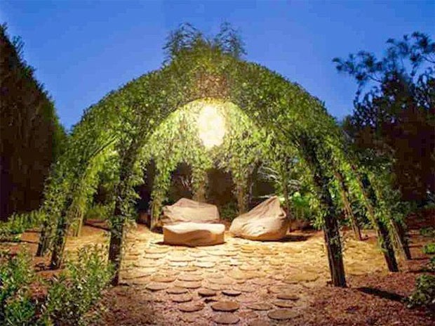 Беседка с зеленой крышей