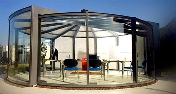 Что касается стиля строения, то он просто обязан воспроизводить стилистику дома