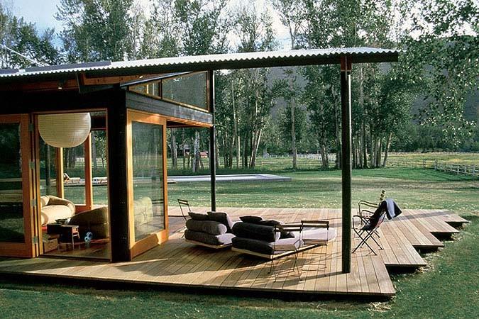 Если месторасположение, стиль и материалы изготовления выбраны, нужно подумать и о размере конструкции