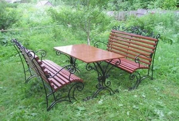 Комплект кованой садовой мебели для дачной беседки