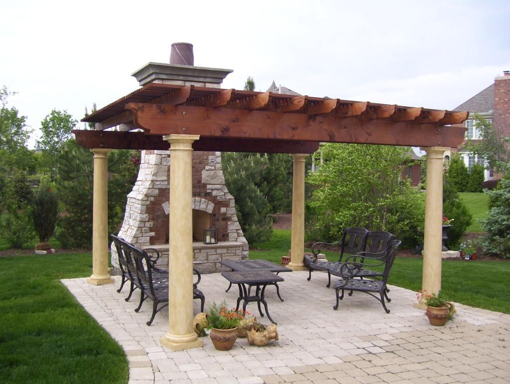Плиточное основание для подобных конструкций - отличное решение, так как выполняет роль напольного покрытия