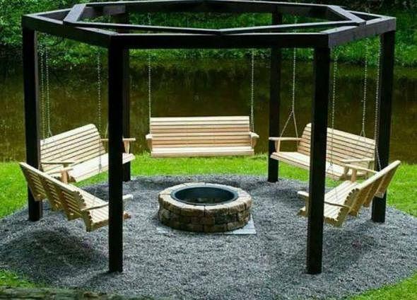 Для настоящего комфорта можно выбрать садовые беседки, в которых установлены качели, что отлично подходит для отдыха.