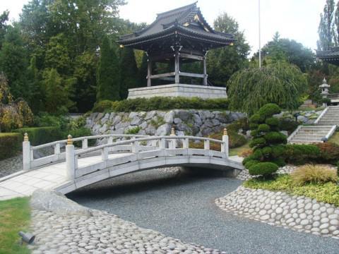 Мы уже говорили, что японские беседки для дачи должны быть расположены в подходящем по стилю месте.