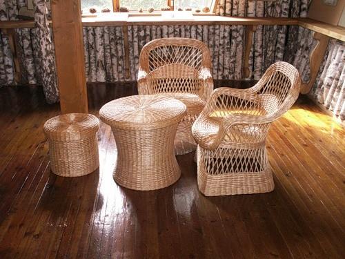 Плетеный стол для беседки, выполненный своими руками