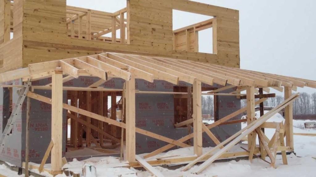 Сооружение каркаса для стен и крыши веранды