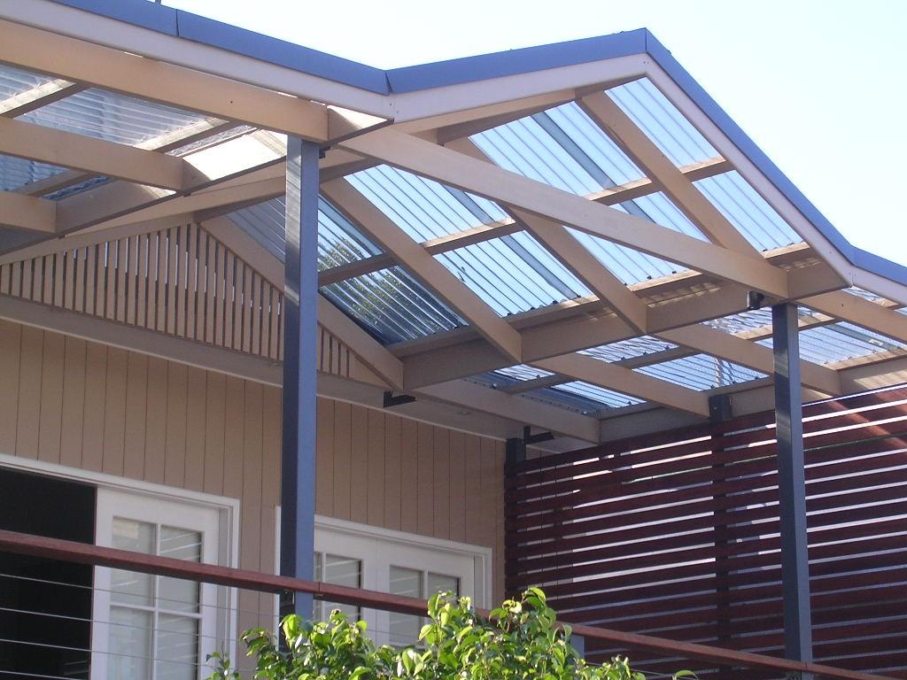 Светопроницаемая крыша из поликарбоната