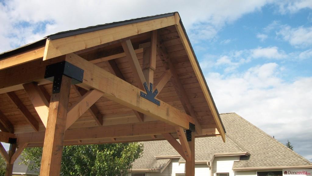 Беседка с двухскатной крышей