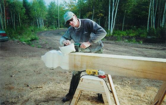 Деревянная конструкция плохо реагирует на воздействие влаги, постройку обязательно надо покрывать специальными средствами