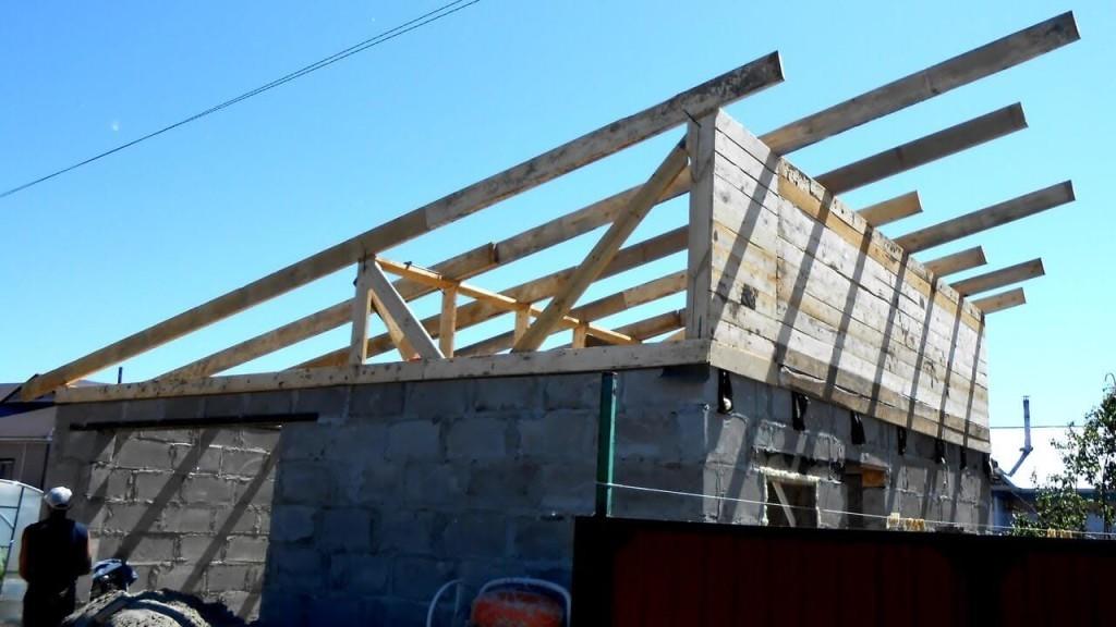 Крепление стропил: беседка из блоков, с односкатной крышей