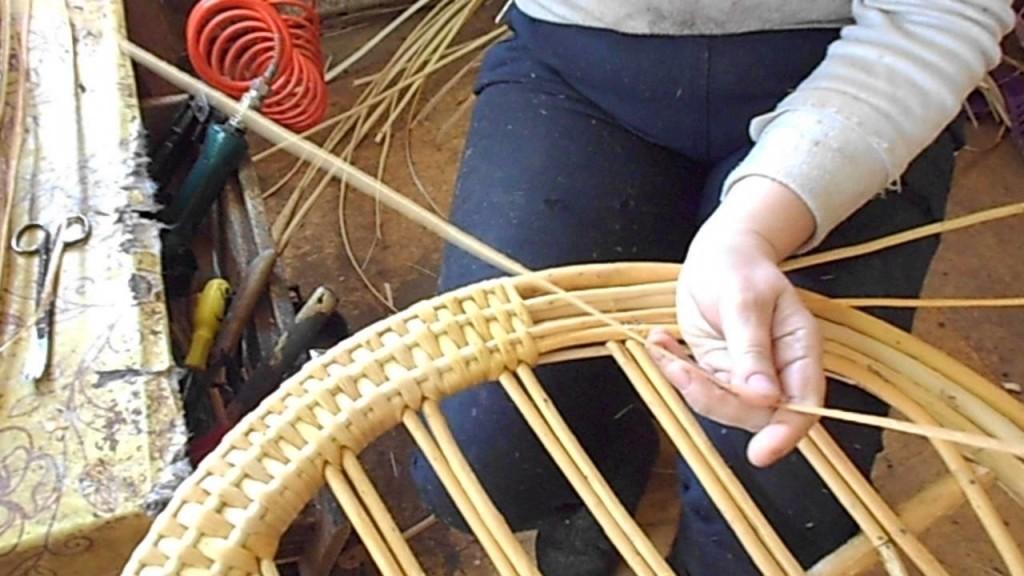 Вы все-таки решили построить плетеную беседку собственными руками?