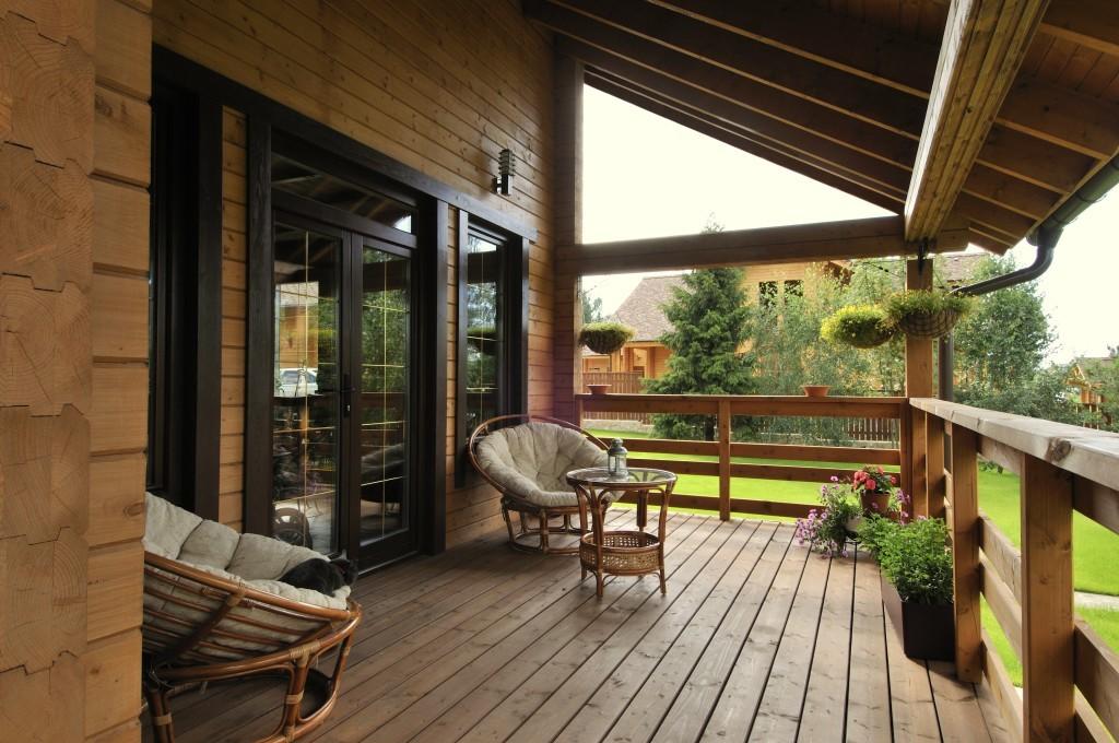 Дом и терраса из лиственницы