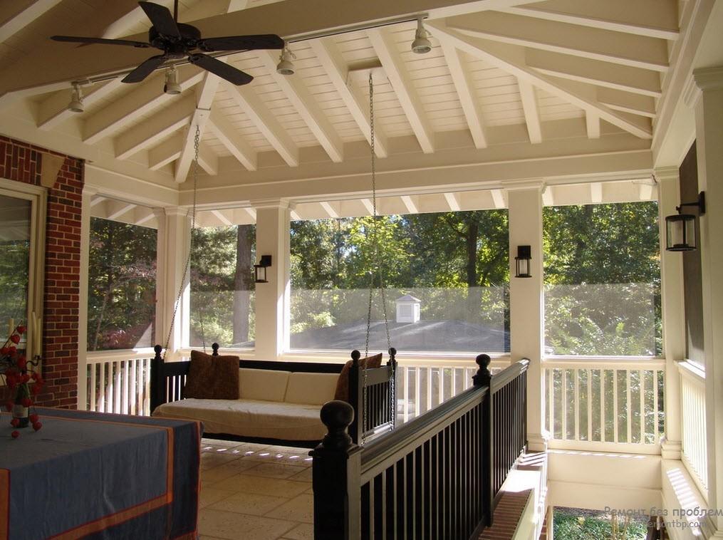 Веранды из дерева: стропила вальмовой крыши в дизайне интерьера