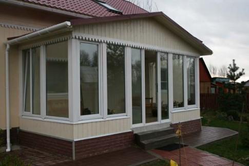 Теплая веранда – дополнительное функциональное помещение в доме.