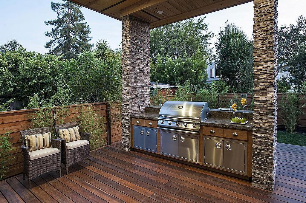 Терраса деревянная с кухонной зоной