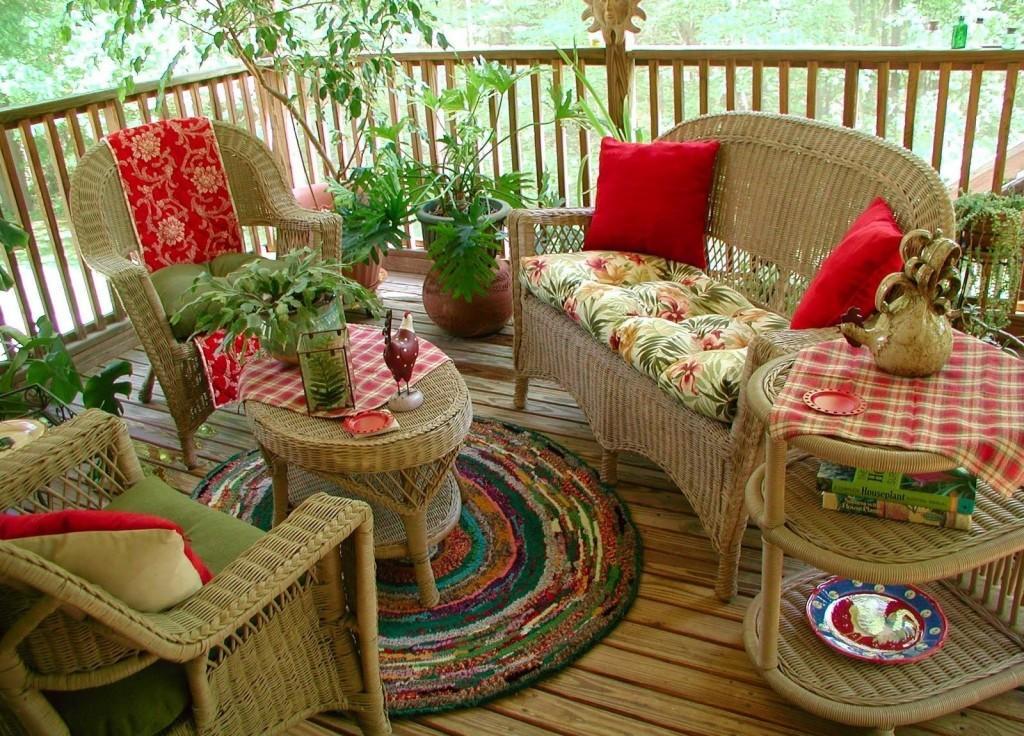 Дачная терраса с плетёной мебелью