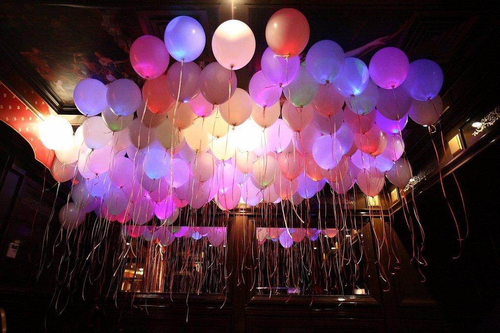Светящиеся шары для свадебного торжества