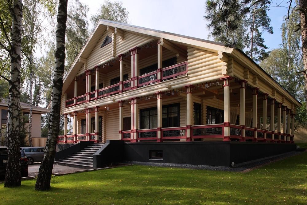 Опоясывающая веранда к деревянному дому