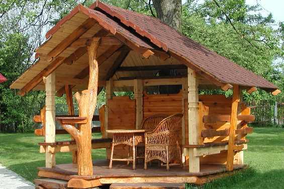 Садовая беседка – незаменимый атрибут дачи, особенно если планируется позвать много гостей.