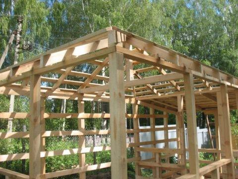 Беседка своими руками 3 на 3 в основании выполняется на четырех деревянных брусьях 10*10 см.