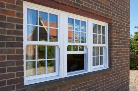Такие подъемные окна часто называют английскими