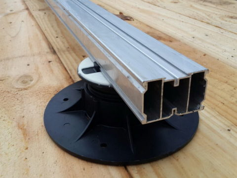 Алюминиевая лага на регулируемой опоре