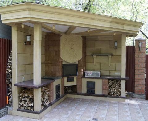 Кухонный уголок с печью