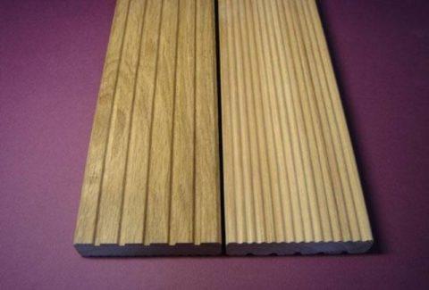 На фото: стандартная террасная доска из дерева