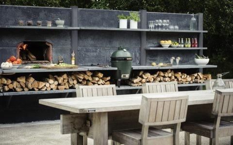 Натуральный камень и древесина создают неповторимый облик кухонного пространства