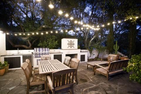 Подвесные светильники для освещения открытой летней кухни