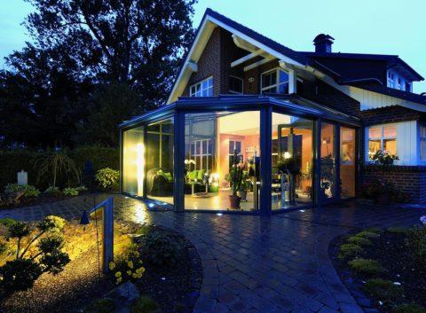 Уютная терраса на «заднем» дворе