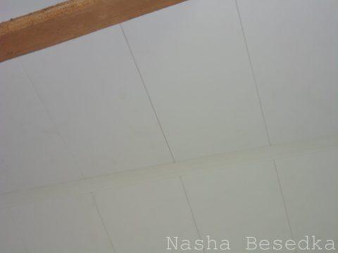 Стык панелей на потолке