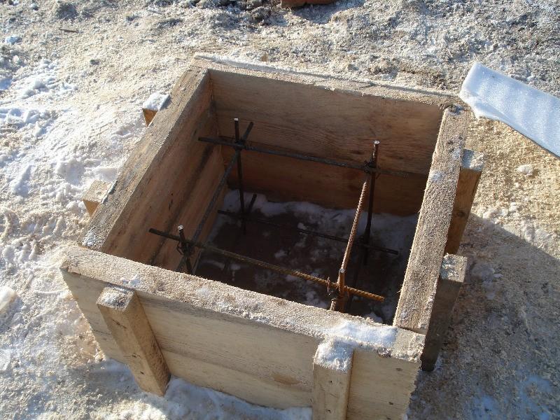 Опалубка с арматурой для монолитного фундаментного столба