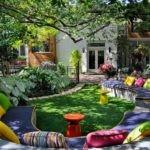 Уютная терраса с травяным покрытием