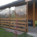 Мягкие окна можно устанавливать на зиму и убирать летом