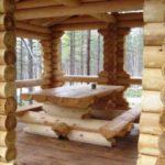 Рубленый стол и лавки поддержат русский стиль