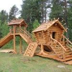 А также можно соорудить для детей целые игровые комплексы