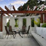 Бетон и дерево в дизайне террасы