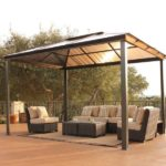 Мебель из ротанга на открытой беседке с поликарбонатной четырехскатной крышей