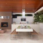 Скамьи в интерьере летней кухни
