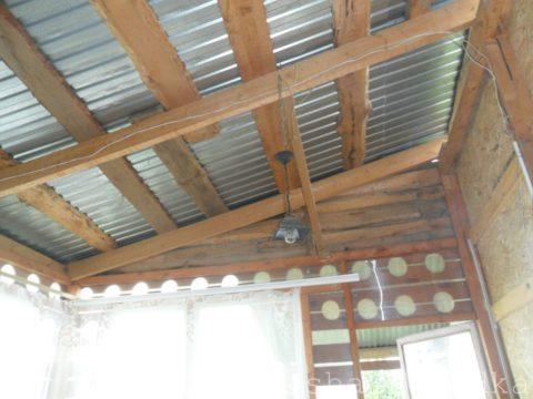 Нижняя веранда с высоким потолком