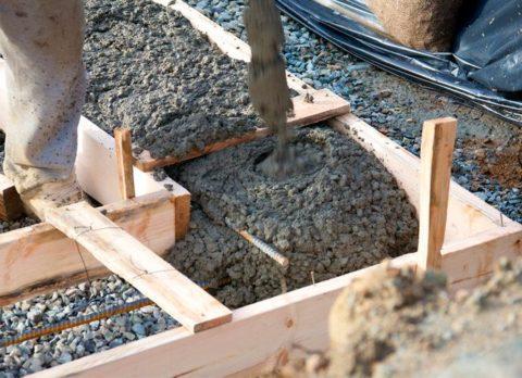 Как построить самим беседку: заливка опалубки бетоном
