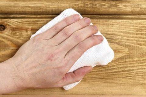 Метод втирания антисептика в древесину