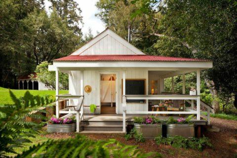 Небольшой дом с террасой